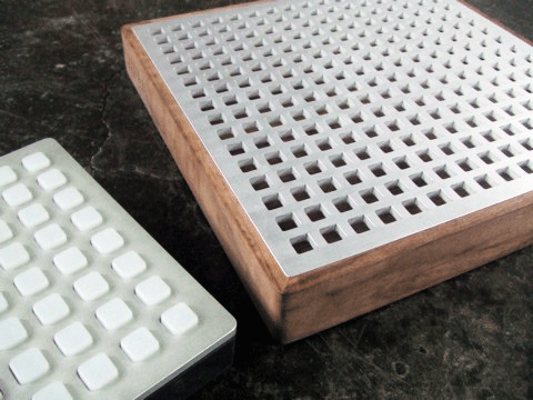 Monome 8x8 and 16x16 next to each other