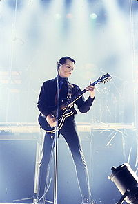 200px-Gary_Numan_playing